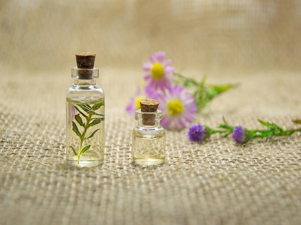 flacons huiles essentielles aromathérapie